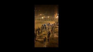 Unas 50 personas se concentran en la calle para cantar en Salamanca