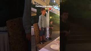 Сын Ляйсан Утяшевой поет