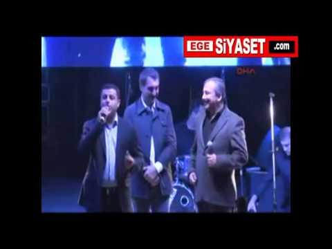 Ferhat TUNÇ'un İzmir Konserinde DEMİRTAŞ ve SIRRI'dan Dersim Türküsü