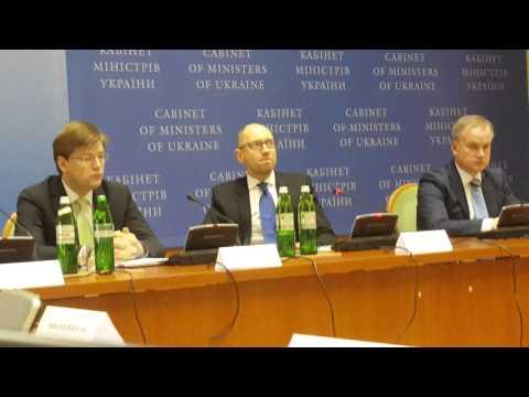 Arseniy Yatsenyuk on Russia and Putin - April 2015