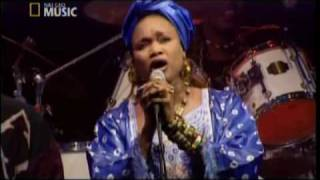 "Oumou Sangare - ""Wayeina""  (Womad 2003)"
