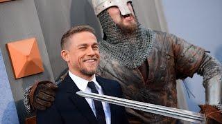 Рыцари в доспехах пришли на премьеру фильма «Меч короля Артура» (новости)