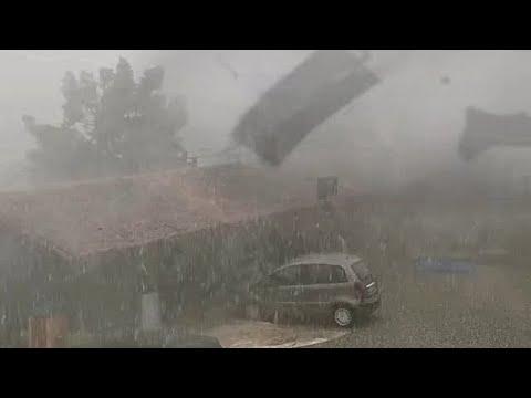 عاصفة بردية مهولة تضرب شمال ايطاليا !  رياح مخيفة ، بَرَد كبير يهاجم مودينا وبارما