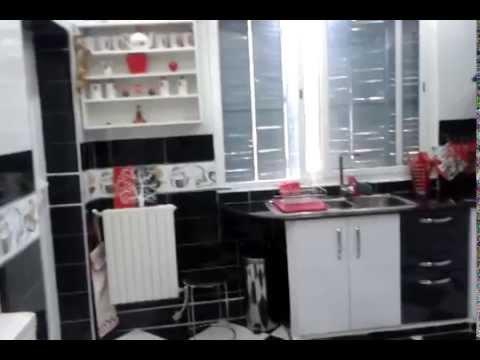 Cuisine bâtie habillage en portes moderne blanc/noir strié - YouTube
