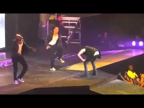Justin Bieber Vomiting Live performanc 2012
