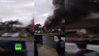 В США пять человек погибли в результате падения самолёта на жилой дом