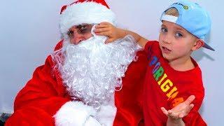 Кто обидел САНТУ  и  пробрался в наш дом??? Why does Santa have a fingal !!!