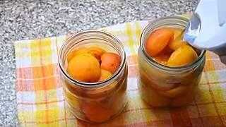 видео Консервирование абрикосов половинками