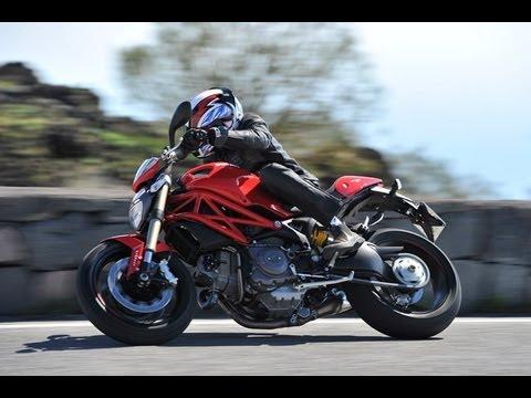 Ducati Monster 1100 Evo 2012 am Ätna