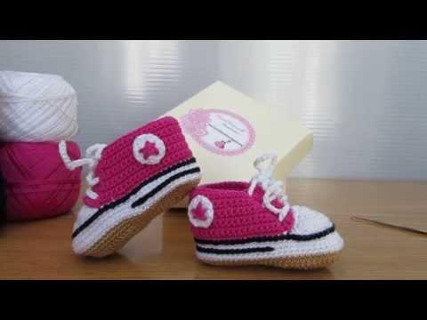 Fantastiche scarpette stile Converse realizzate a mano ad