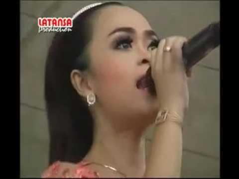 Mawar Ditangan   Dwi Ratna Feat Risa Marsela   New Pallapa Live Sulursari