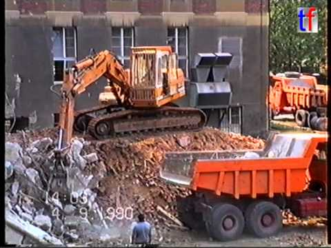 Demolition / Abbruch Uni Stuttgart,  Liebherr R921 LC, MAN Hauber, 1990. #1