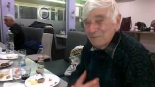 Пчелар практикува секс на 82 години- тайната му рецепта.