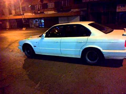 """E34 spinning and drifting in Estcourt by Hans """"The Towking"""" Nambithi drifters!"""