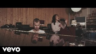 Repeat youtube video Wilkinson - Sweet Lies (Live From The Pool) ft. Karen Harding