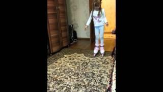 Уроки катание на роликах.Настя 5лет