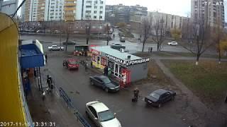 بالفيديو.. اختطاف فتاة أمام عيون المارة في عاصمة أوكرانيا