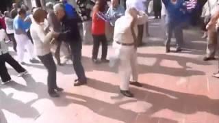 Vovô dançando Eletrônica - The Madness