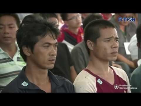 Duterte Sends Off Vietnamese Fishermen