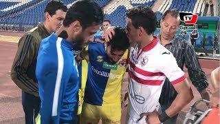 أحمد توفيق يواسي لاعب الأسيوطي بعد إصابته.. وجدال مع طبيب الأسيوطي: «ده من بلدي»