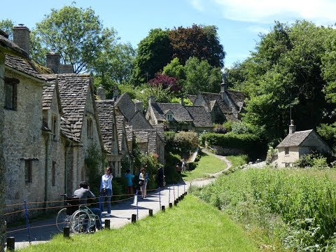 Gloucestershire Country WalkCotswoldsBibury from Coln St