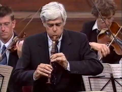 Orkest van de 18  Eeuw  Frans Brüggen speelt Bach Blokfluit concert  Concertgebouw Amsterdam