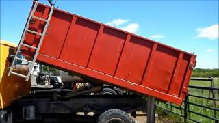 2001 International 4700 dump truck for sale | sold at auction June 3, 2015