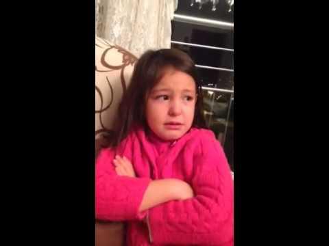 kazak için ağlayan kız