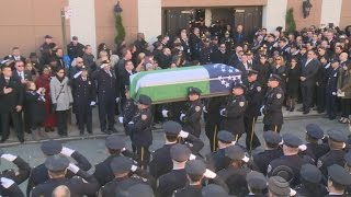 Thousands honor fallen NYPD officer