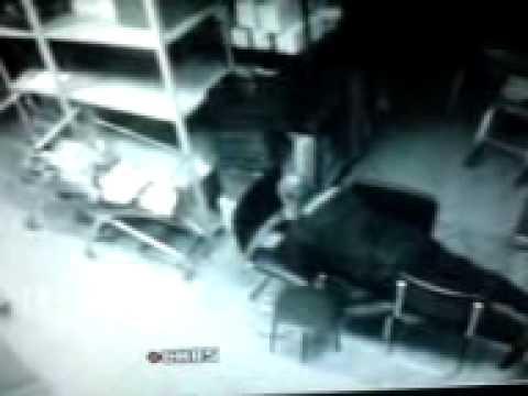 мужик насилует стулья))) ржач Смотреть всем