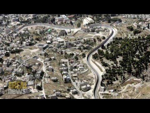 Palestinians dismantle road blockade