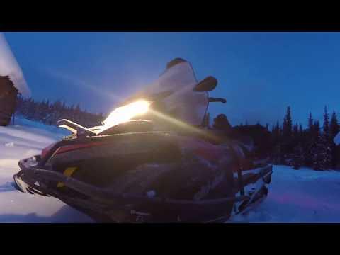 Зимняя рыбалка на Манском озере.манское белогорье. Горы лес снег.