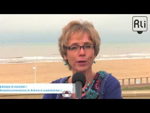 Annemieke Nijhof, raadslid Rli, introduceert het advies Verbindend landschap