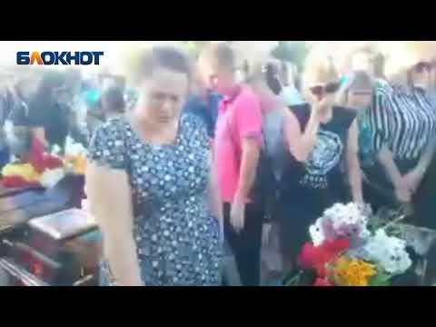 Опубликовано видео прощания с волжской семьей, погибшей в столкновении с авто единоросса
