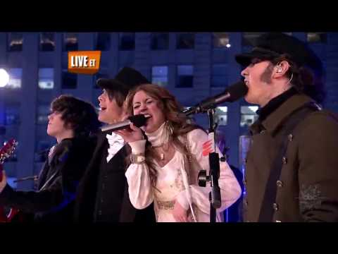 Miley Cyrus and Jonas Brothers We Got The Party LIVE New Years Eve 2008