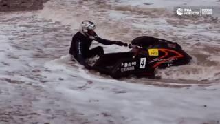 Сочинские гидроциклисты вышли в море в самый разгар шторма