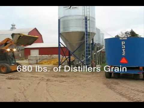 Your Cows Will Love It - Farm Demo Patz Feed Mixer M-1100 (300 cf)