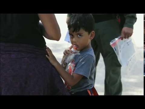 بي_بي_سي_ترندينغ| أطفال في اقفاص على الحدود بين #امريكا و #المكسيك  - نشر قبل 48 دقيقة