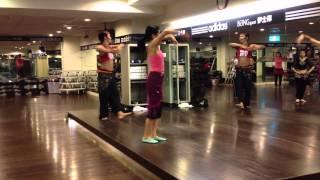 2月15日將有一場師生聯誼會,伊士邦的肚皮舞班將與京站的同學表演幾個舞...