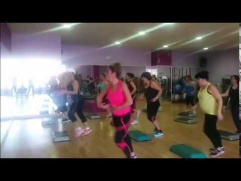 Formass gimnasio femenino baileactivo youtube for Gimnasio femenino