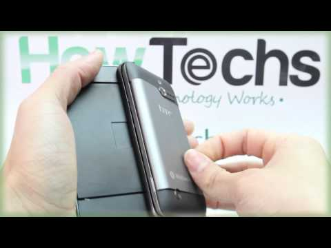 HTC 7 Pro: Taking Off and Attaching the Back Cover