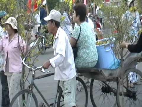 Cho Mai Thanh pho Long Xuyen ngay 30 Tet Canh Dan 2010