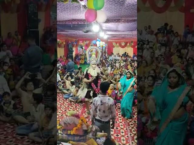 श्यामपार्क मैन में श्रीमद्भागवत कथा में भगवान हनुमान की पौशाक में नाचते हुए श्रद्धालु