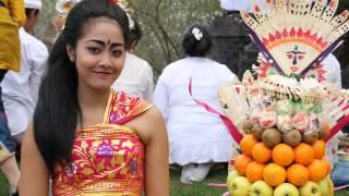 Download Video SELAMAT HARI RAYA PAGERWESI MP3 3GP MP4