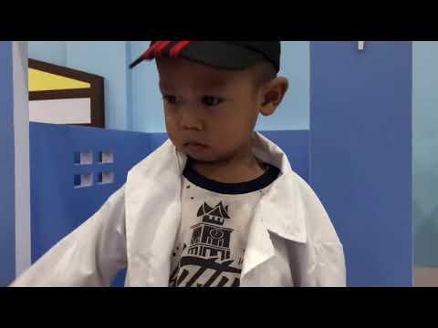 Arsyad bermain di Playground jadi Dokter dokteran part1