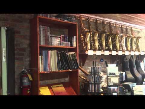MusicMedic.com repair shop visit 8 Roberto's Music in NYC!!