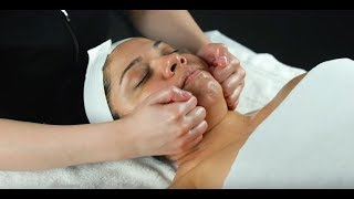 Face Neck Décolleté Massage Technique