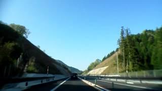 2013年5月5日 早朝撮影 開通して間もない松江道を走行中にニホンザルの...