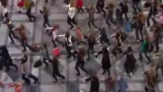 DANCE TRAIN STATION BELGIUM do-re-mi  The Sound of Music - Julie Andrews