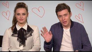 katherine langford y nick robinson historia de amor en love simon